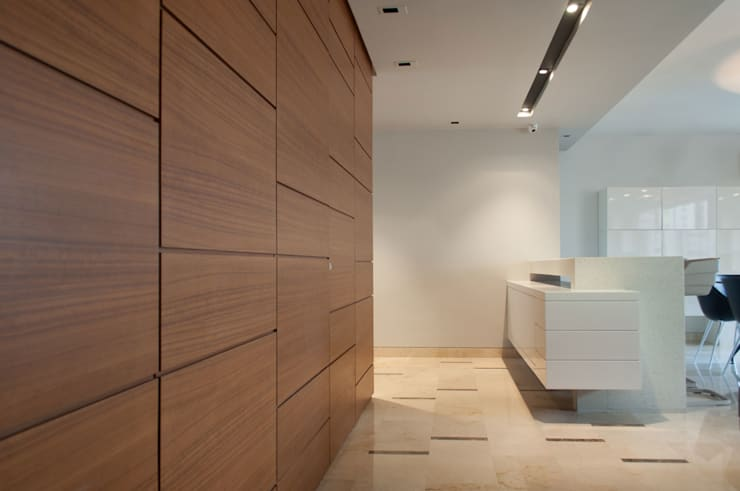 Walls & flooring by Design Group Latinamerica
