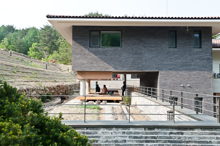 청강원 : 건축사사무소 아키포럼의  주택