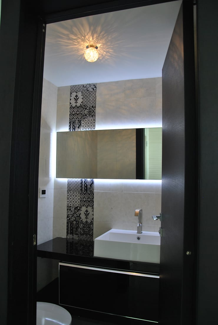 modern Bathroom by Design Group Latinamerica