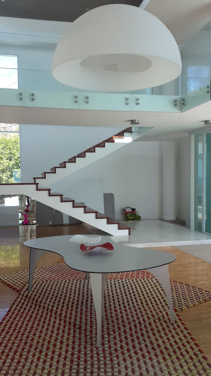modern Corridor, hallway & stairs by Design Group Latinamerica