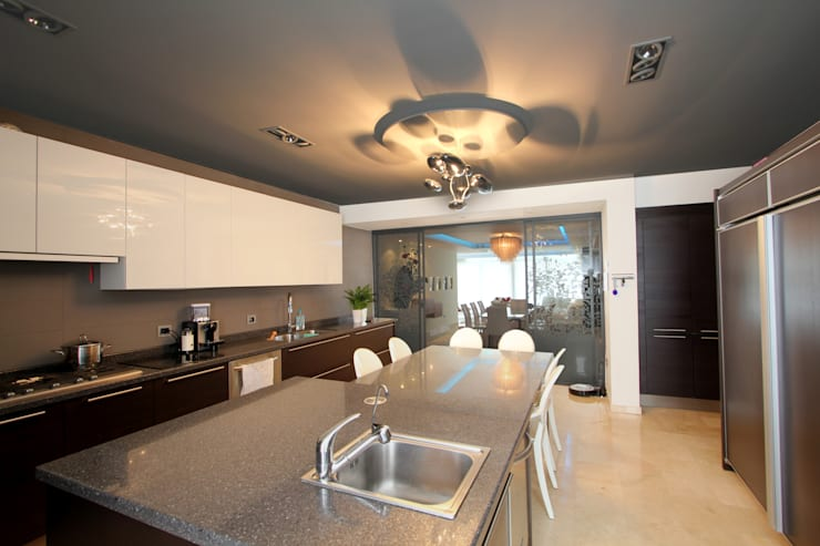 Built-in kitchens by Design Group Latinamerica