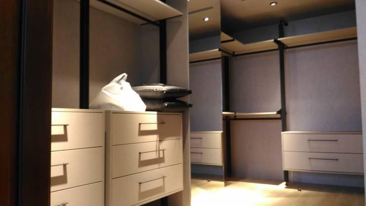 主臥更衣室:  更衣室 by 勻境設計 Unispace Designs