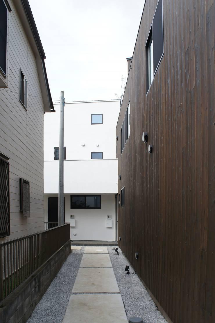 Rumah teras oleh 一級建築士事務所A-SA工房, Modern Kayu Wood effect