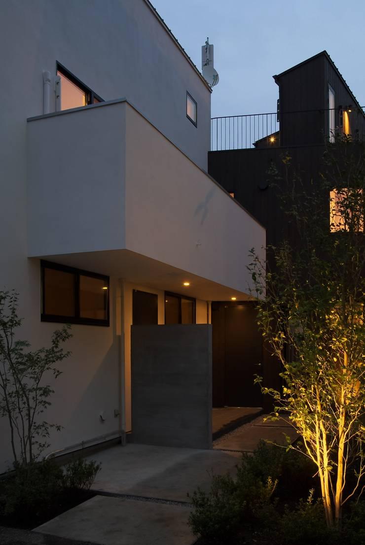 Rumah teras oleh 一級建築士事務所A-SA工房, Modern