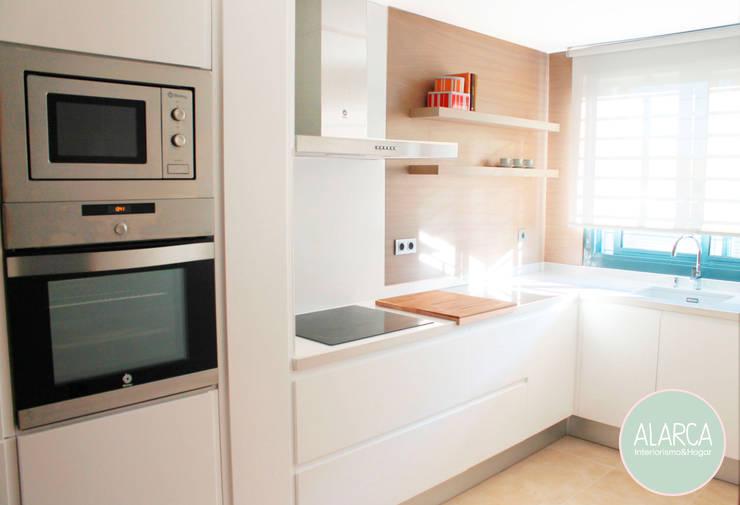 Adosado en CS. Cocina: Cocinas integrales de estilo  de ALARCA. Interiorismo&Hogar