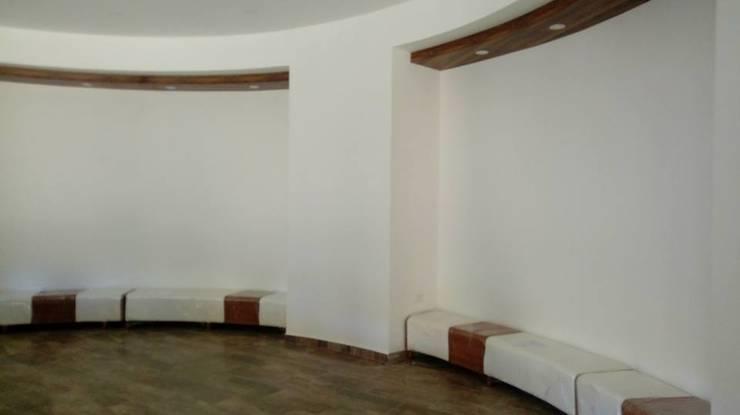 FEDEARROZ: Pasillos y vestíbulos de estilo  por arquitectura sostenible colombia