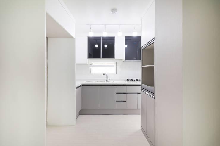 Kitchen by 바나나웍스