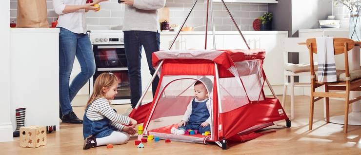 BabyHub SleepSpace with zipped door down to floor level - no more back strain!:  Nursery/kid's room by Babyhub Ltd