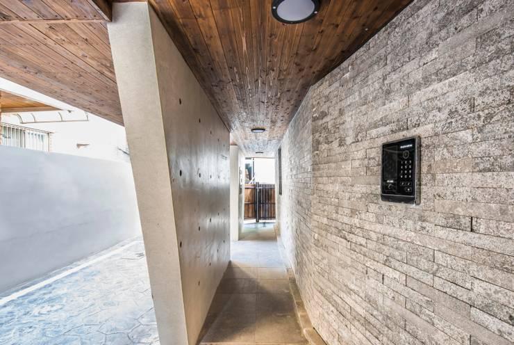소유재: 오파드 건축연구소의  주택,모던