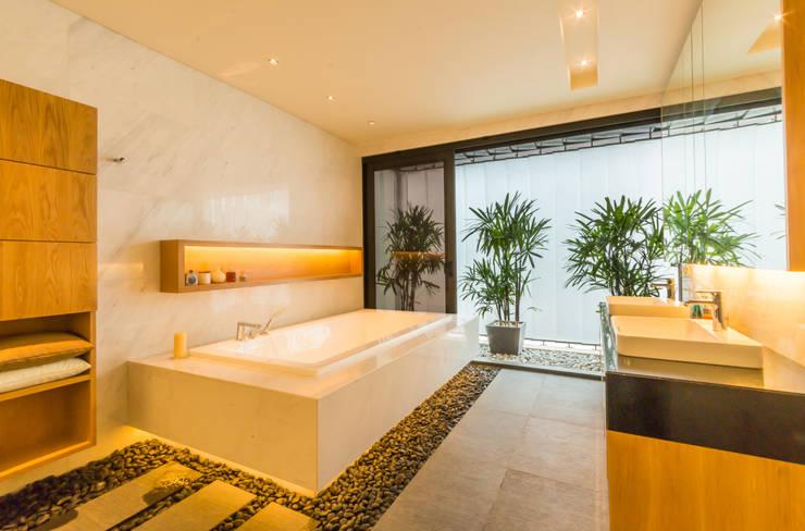 Masterbath: modern Bathroom by MJKanny Architect