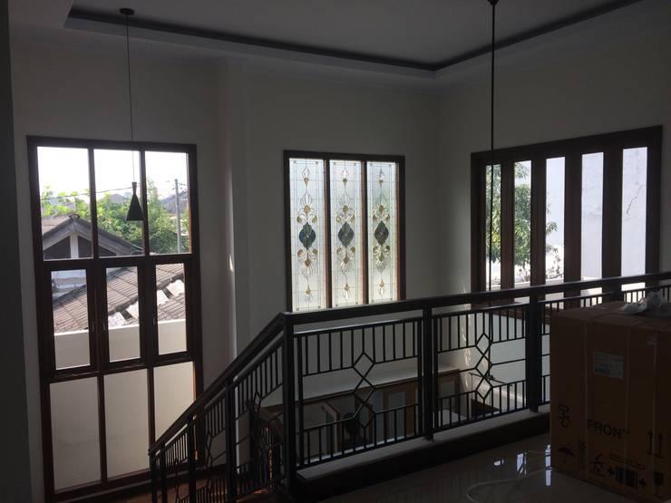 Ruang Tengah:  Ruang Keluarga by Urbanismo Indonesia