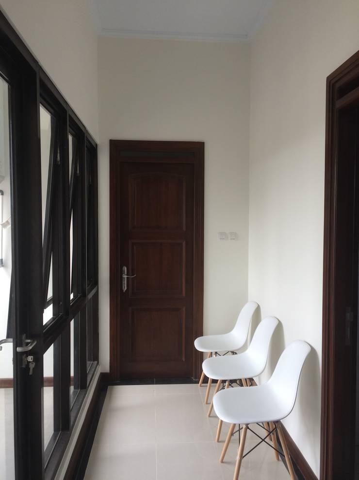 Koridor:  Koridor dan lorong by Kahuripan Architect