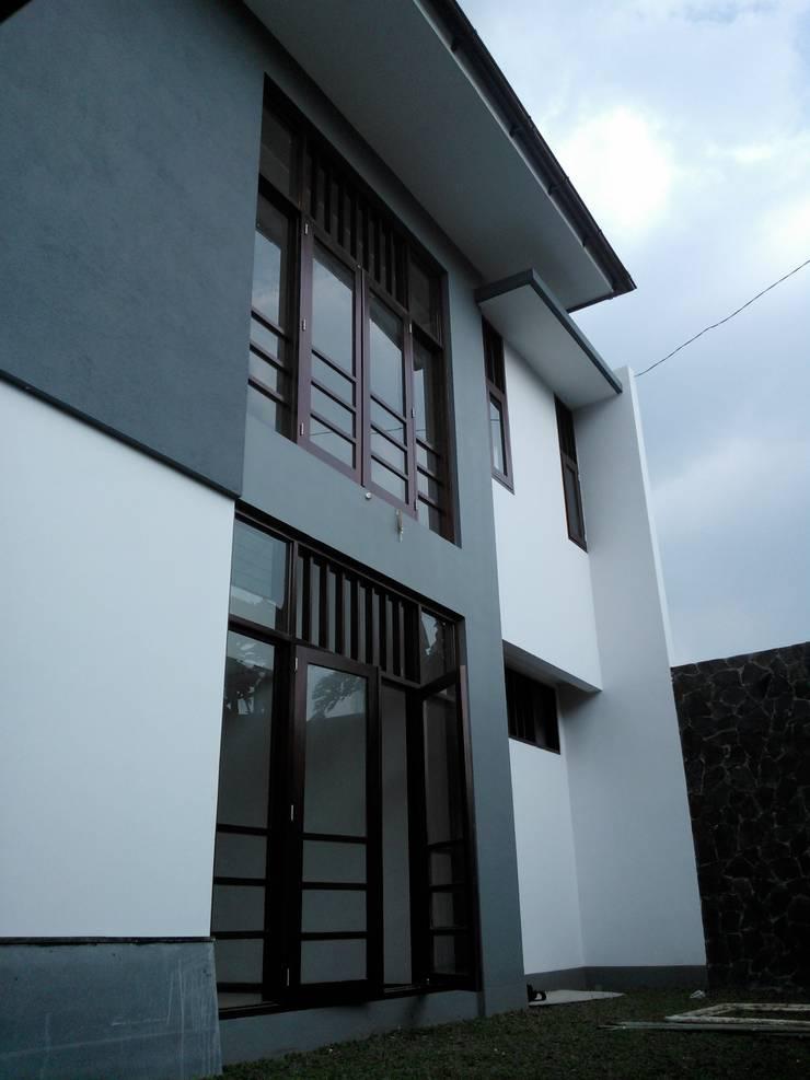 Halaman:  Rumah tinggal  by Kahuripan Architect