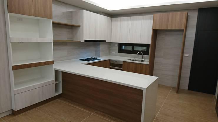 2F開放式ㄇ型廚房:  系統廚具 by 窩居 室內設計裝修