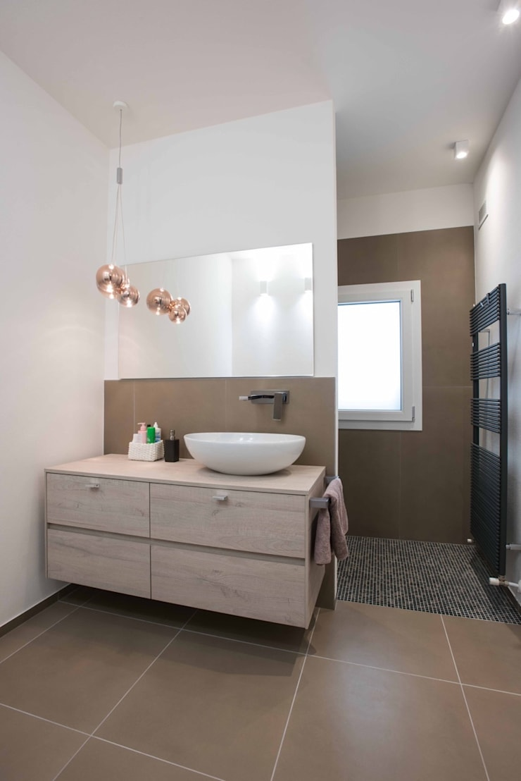 Baños de estilo moderno de Progettolegno srl Moderno