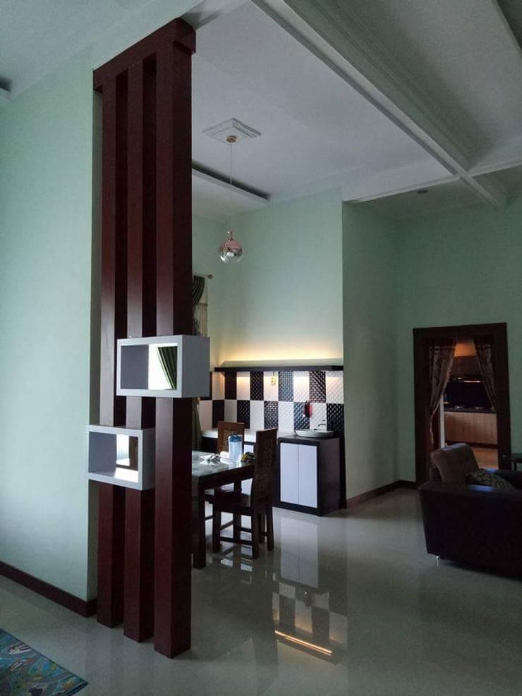 Rembang Interior:  Koridor dan lorong by Fatmaarch