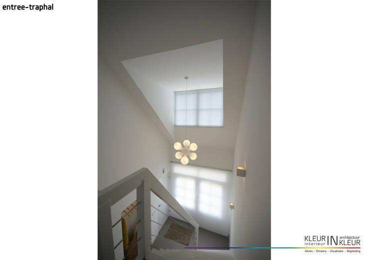 minimalistisch interieur:  Gang en hal door KleurInKleur interieur & architectuur, Minimalistisch