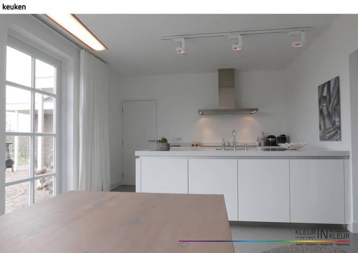 minimalistisch interieur:  Keuken door KleurInKleur interieur & architectuur, Minimalistisch