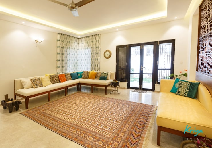Classic Revive - Prestige Oasis:  Living room by KRIYA LIVING