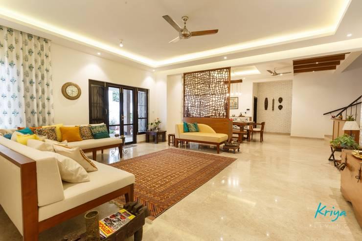 Classic Revive—Prestige Oasis:  Living room by KRIYA LIVING,Classic