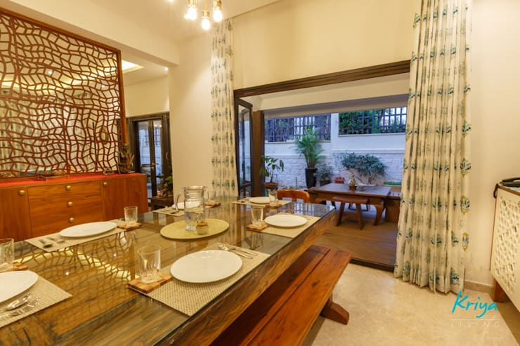Classic Revive—Prestige Oasis:  Dining room by KRIYA LIVING,Classic