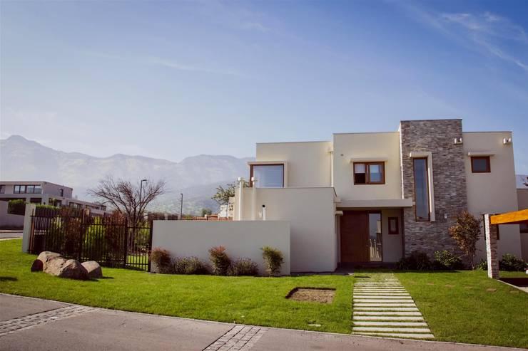 Corredora de propiedades:  de estilo  por Nativo Propiedades