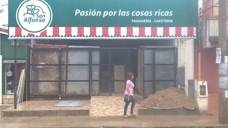 Offices & stores by CONSTRU/ARQ:  Construya Ud.una Arquitectura de manera PLANIFICADA, INTELIGENTE Y SEGURA, Industrial