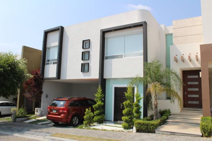 Casa Nordika: Casas unifamiliares de estilo  por Itech Kali