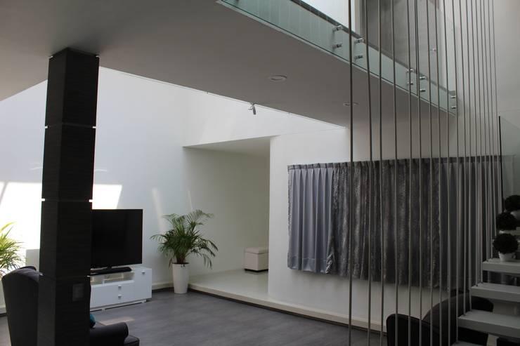 Casa Nordika: Salas de estilo  por Itech Kali