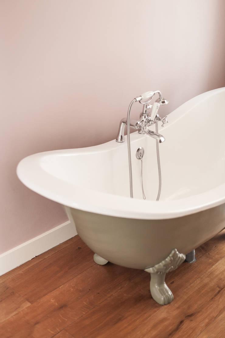 bad in badkamer:  Badkamer door Bob Romijnders Architectuur & Interieur