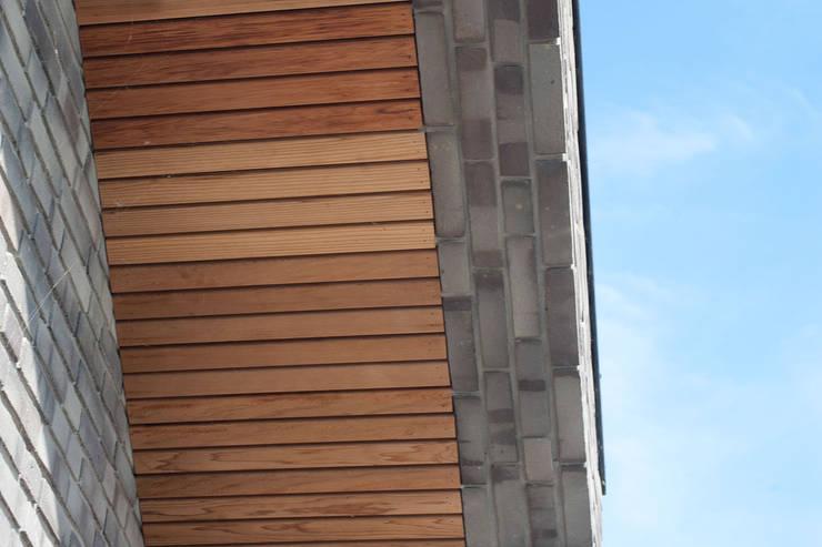 Houten huis door JADE architecten, Modern