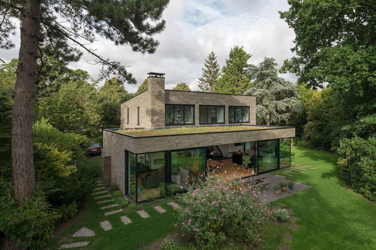 Villa door JADE architecten, Modern Steen