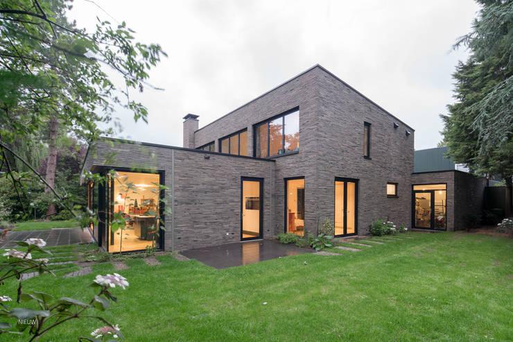 Villa door JADE architecten, Modern