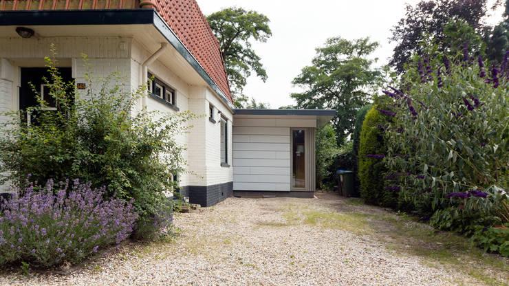 entreezijde:  Huizen door STAAG architecten