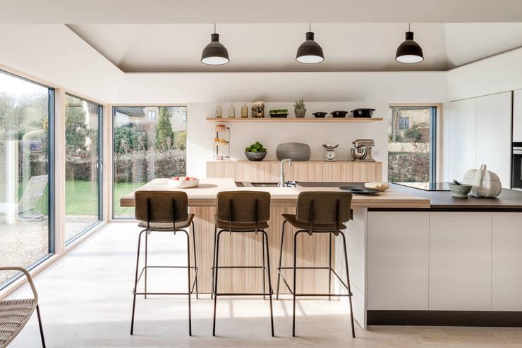 Arts & Crafts House:  Kitchen by design storey