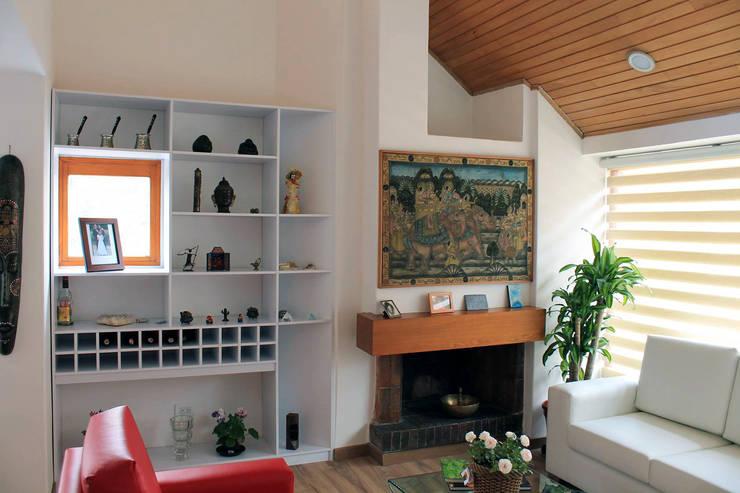Chimenea: Salas de estilo  por ATELIER HABITAR