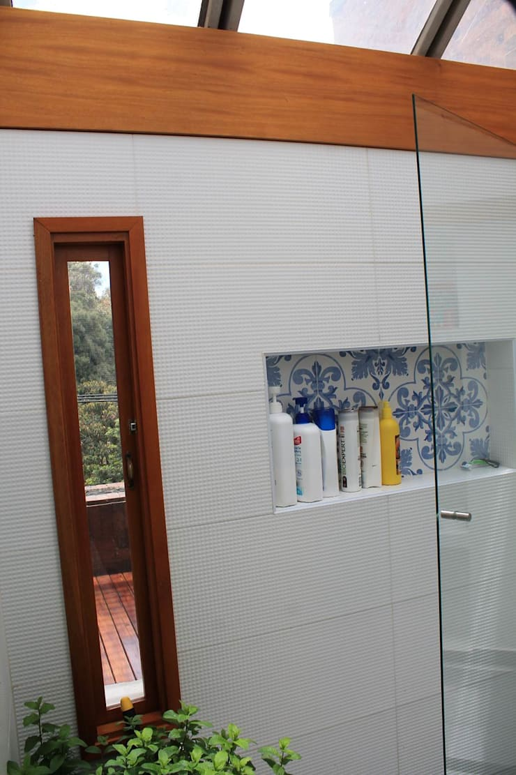 Baño a Terraza: Baños de estilo  por ATELIER HABITAR