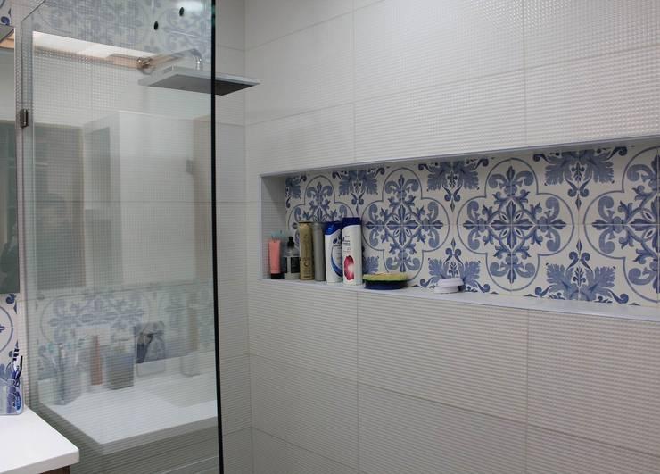 Nicho ducha: Baños de estilo  por ATELIER HABITAR