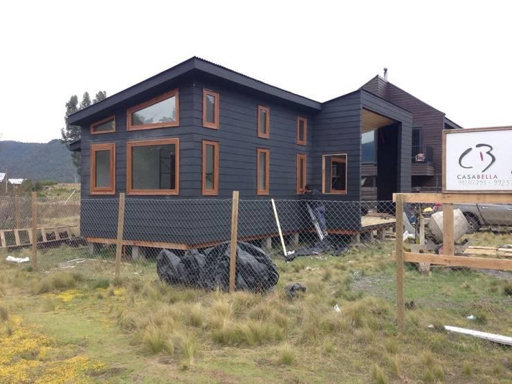CASA M-2 (Malalcahuello): Casas de madera de estilo  por Casabella