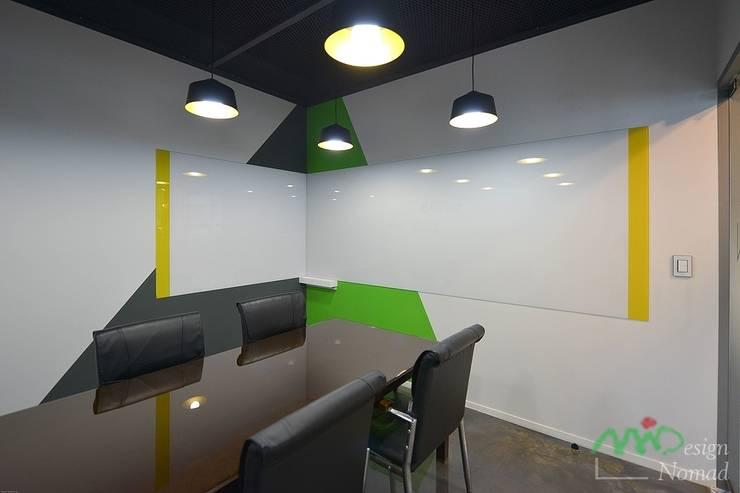 부산 카페같은 사무실인테리어 – 노마드디자인: 노마드디자인 / Nomad design의  계단