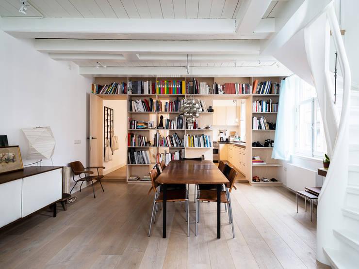 Huis Jordaan - Eerste verdieping:  Woonkamer door Unknown Architects