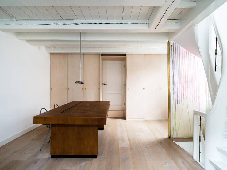 Huis Jordaan - Tweede verdieping: Studio:  Studeerkamer/kantoor door Unknown Architects