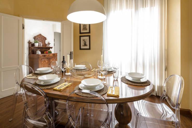 Sala da pranzo Sala da pranzo in stile classico di Architrek Classico