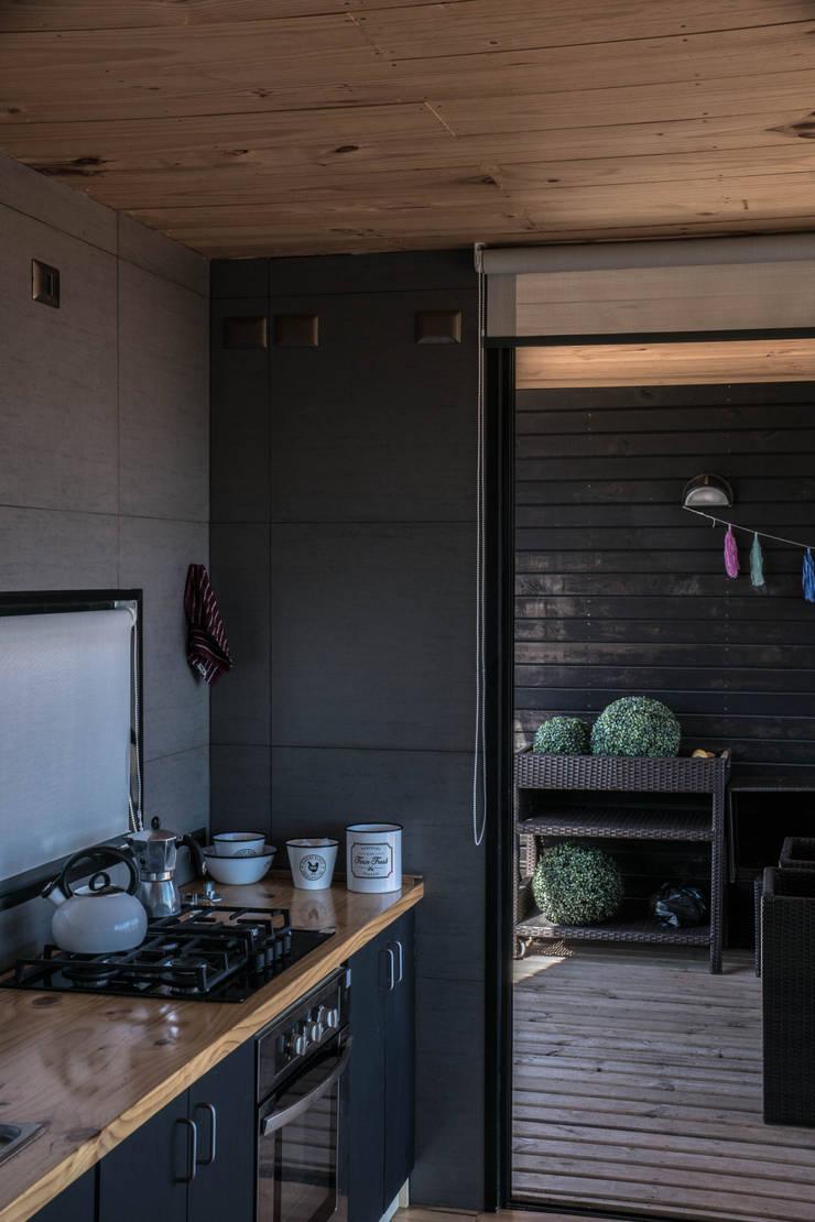 casa tunquen: Cocinas de estilo  por GZ Fotografia