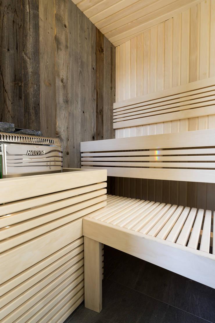 Cleopatra saunabank:  Badkamer door Cleopatra BV, Modern Hout Hout