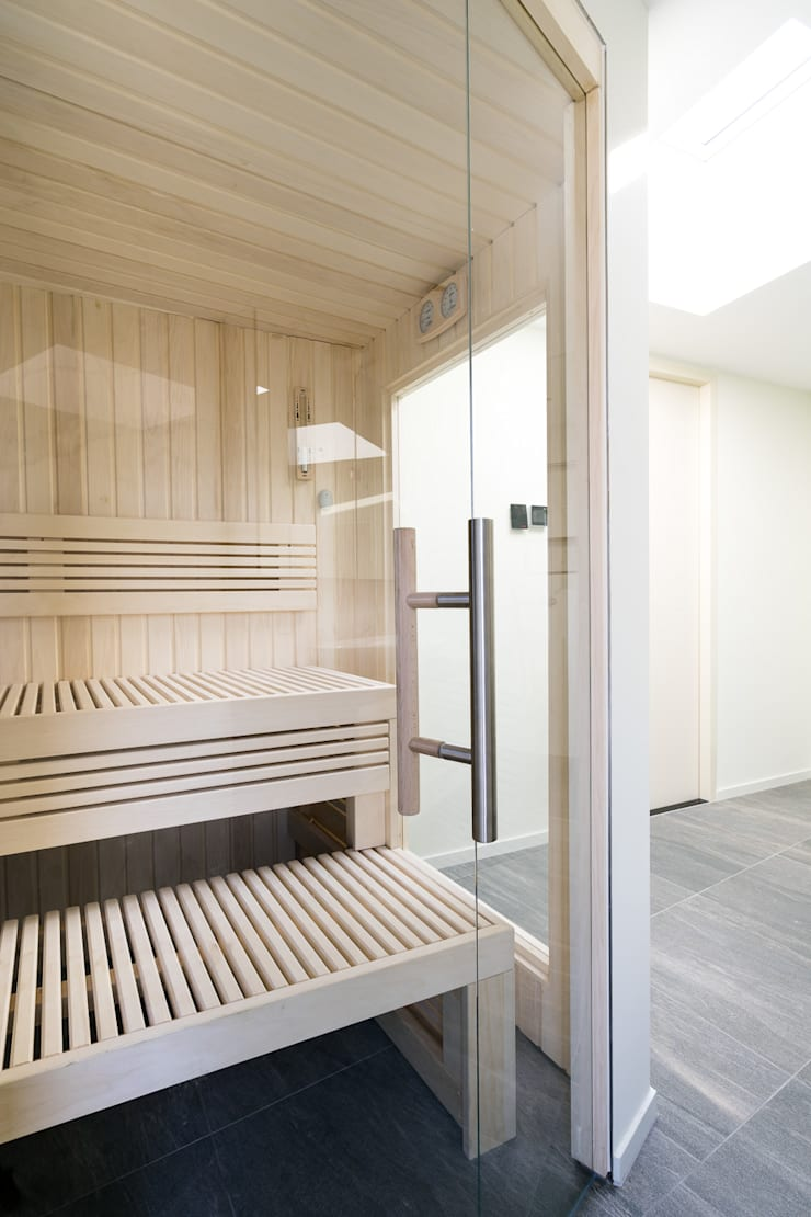 Cleopatra sauna glazen deur:  Badkamer door Cleopatra BV, Modern Glas