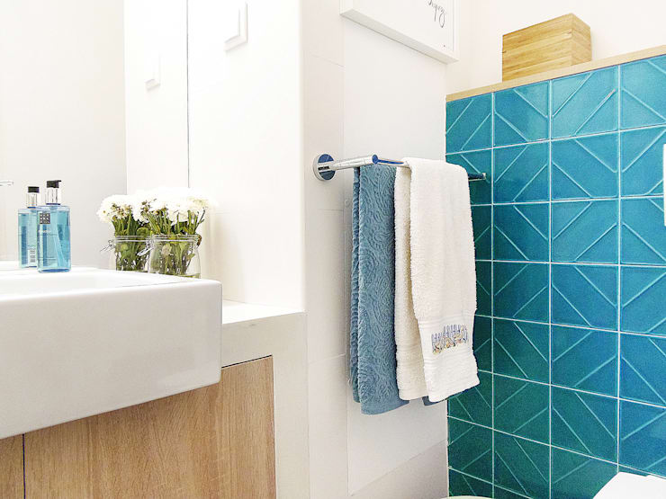 Scandinavian style bathroom by Homestories Scandinavian