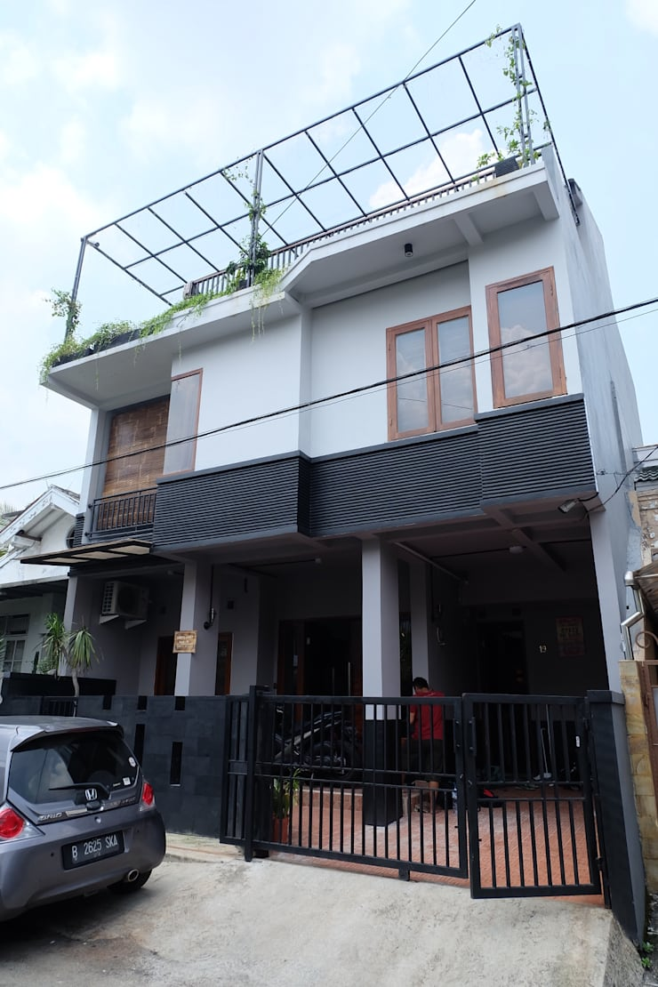 Tampak Luar:  Rumah by FIANO INTERIOR