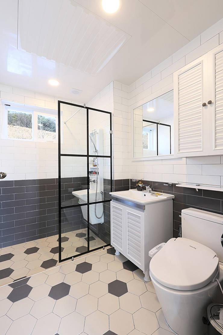 욕실: 하우스톡의  욕실