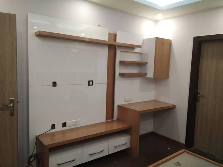 TV Unit of Daughter's Room:  Bedroom by V-Serve Design & PMC